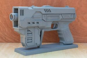 Judge Dredd MkII Lawgiver with stand - Movie prop cosplay fan art
