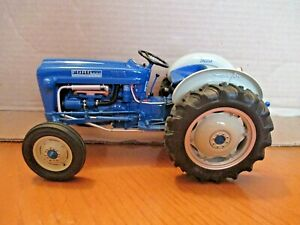 Ford 2000 New Holland Farm Toy Tractor Danbury Mint