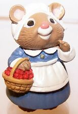 1995 Hallmark Thanksgiving Mouse with Cranberries NEW Merry Miniature QFM8189