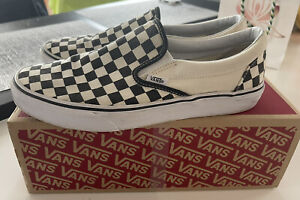 Vans Classic slip on checkerboard trainers UK 9 NO RESERVE