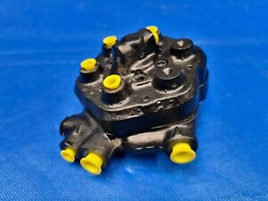 Einspritzanlage Mengenteiler 0438100057 Saab Turbo