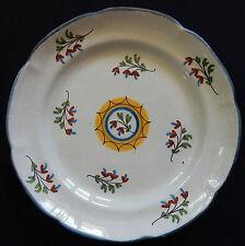 A118) Assiette ancienne Faïence (St Clément? Lunéville) décor floral