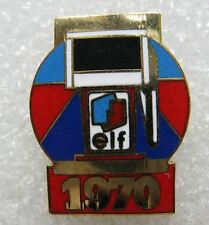 Pin's Série Collection Station Service les pompes à Essence ELF 1970 #B3