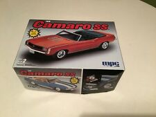 Amt Ertl 69 Camoro SS 1/25 Scale Model Kit Complete