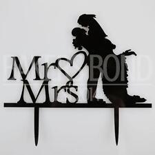 Monsieur & Madame embrace Mariée et Marié acrylique mariage cake topper silhouette