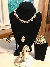 Vintage CROWN TRIFARI Gold Tone & Pearl Necklace Bracelet Earrings Brooch Set
