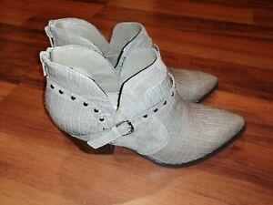 Bella Vita 50-3577 Women's Elody Ii Ankle Boot Stone Croc/Sd Grey Size 8 W $90