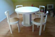 Runder Esstisch mit 4 Designer-Stühlen ausziehbar auf Oval 160 cm