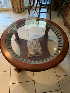 Center Coffee table Round Mahogany With Gold Carving
