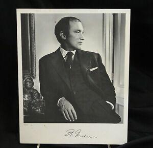Pierre Trudeau Hand Signed Photo Canadian Prime Minister Yousuf Karsh 8x10 1982