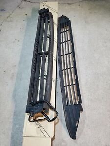 2016-2018 TOYOTA PRIUS GRILLE SHUTTER AND LOWER GRILLE