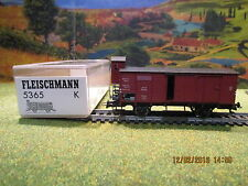Wagon couvert avec vigie 5365 Fleischmann  pour locomotive Fleischmann4
