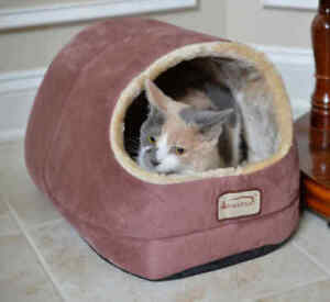 Armarkat Hooded Cave Cat Kitten Pet Bed Indian Red & Beige