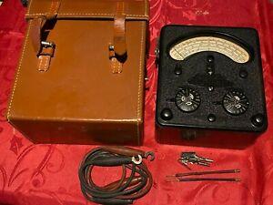 Vintage Universal Avometer  AVO 7 meter Model 40 + Original Leather case working