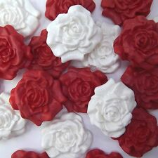 12 ROSSO Zucchero Bianco Rose Commestibili pasta di zucchero fiori Wedding Cake Decorazioni