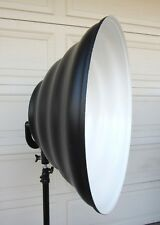 Mola Setti 28 Inch Beauty Dish Soft Lite Reflector (White Light Photograph)