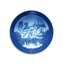 """Royal Copenhagen 1997 Christmas Plate - """"Roskilde Cathedral"""" (1901097)"""