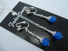 A PRETTY BLUE JADE NECKLACE AND CLIP ON EARRINGS SET. NEW.