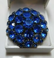 Vintage Shiny Sapphire Blue Rhinestones set in prongs Cluster silver tone Brooch