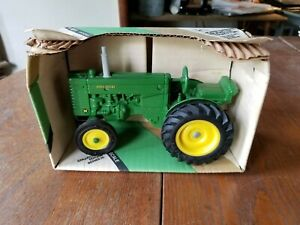 ERTL John Deere M Tractor in the Box (540TA), Collector's Edition, Series III