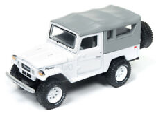 1/64 JOHNNY LIGHTNING CLASSIC GOLD 1980 Toyota Land Cruiser in Gloss White with