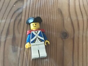 Lego PI065 Minifig Figur Piraten Soldat Rotrock Offizier