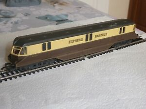 Lima 00 Gauge GWR Diesel Single Railcar No 34 Express Parcels in GWR Livery