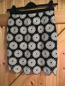 "Pretty Little Black Silver Flower Skirt By River Island Size 8 W26"" Length 19"""