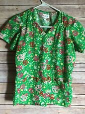Peaches Green Peace Symbol Fitted Scrub Top Christmas -Nurses Size XS (L10)