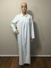 """New listing Never Worn """"Carriage Court"""" Us Vintage Long Warm Cotton Flannel Nightgown Small"""