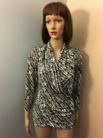CHAUS NY Sz L Black White Abstract Print Knit SURPLICE BLOUSE TOP 3/4 Sleeve