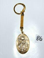 C86 Ancien porte clef - Astronaute - premier pas sur la lune