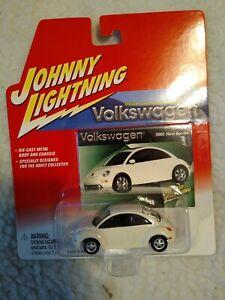 Johnny Lightning 2001 VW Beetle Volkswagen 01 New Volkswagen Bug White 1:64