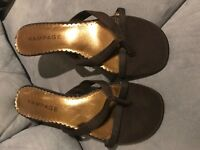 RAMPAGE Women's BROWN STRAPPY THONG SANDALS HEELS Shoes Size 9.5
