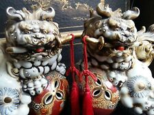 PAIRE FOO DOG ,CHIEN FU ,SISHI PORCELAINE SATSUMA  JAPON  SIGNE XX COLLECTION
