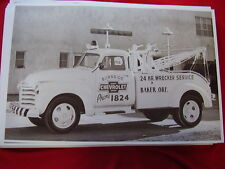 1953 CHEVROLET DEALERS TOW TRUCK 11 X 17   PHOTO   PICTURE