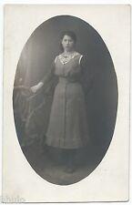 BM558 Carte Photo vintage card RPPC Femme woman mode fashion cadre ovale