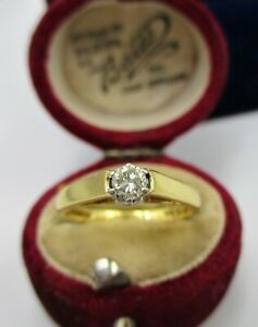 A Fully Hallmarked 750 - 18ct Yellow Gold Diamond Solitaire Ring.
