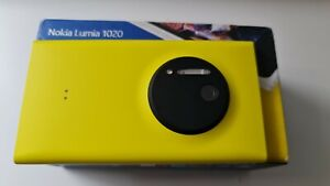 Nokia Lumia 1020 (Unlocked) 41 MP smartphone Yellow