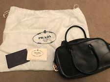 100% Genuino Cuero Negro Vintage Prada Bolsa con bloqueo y teclas Diseñador Clase