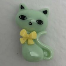 Green Resin Kawaii Cat With Yellow Bow Resin Brooch Pin Badge G058 Kitsch Cute