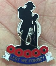 LEST WE FORGET POPPY REMEMBRANCE SOLDIER  ENAMEL PIN BADGE