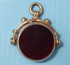 AN ANTIQUE VICTORIAN 9CT.GOLD BLOODSTONE/CARNELIAN FOB