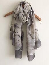 da donna grigio stampa floreale con grigio profilo e piuma bordo SCIARPA