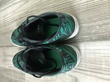 USED NIKE SHOES SIZE 9 - floral
