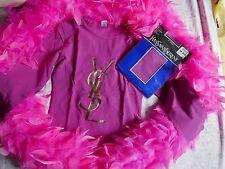 Tee shirt Yves Saint Laurent avec collier YSL , collants YSL et boa en plumes