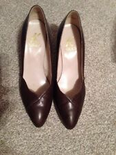 Clarks Women's Leather Shoes Size 4.5 Dark Tan Good Condition