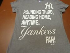 Majestic New York Yankees Fan Rounding Third   T-Shirt Women's  Small   D7
