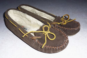 MINNETONKA *CALLY* BROWN SUEDE LEATHER MOCCASIN SLIPPERS - WOMENS 5