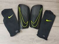 NIKE Mercurial Lite Football Shin Guards Pads ADULT Medium Black / Volt B332-4